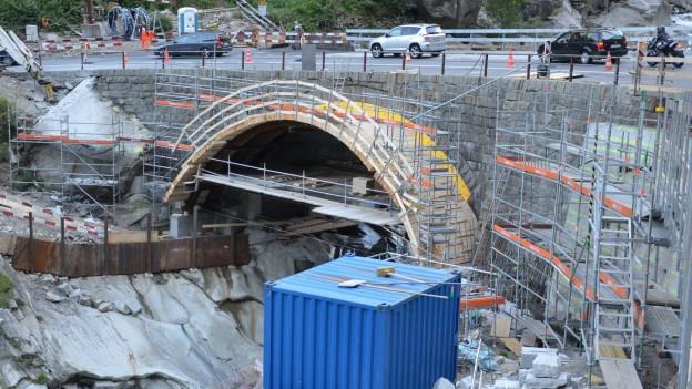 Baustelle für Brückenverbreiterung.