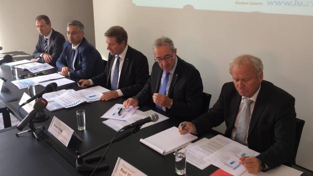 Die Luzerner Regierung stellt ihre Pläne in corpore vor.