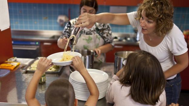 Kinderbetreuung - in Obwalden sollen auch Firmen mitzahlen.
