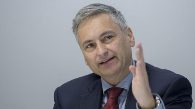 Der Luzerner Regierungsrat Guido Graf verteidigt im Namen der Regierung das Vorgehen des Finanzdirektors.