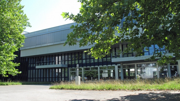 Auch in der Luzerner Kantonsschule Alpenquai dauern die Herbstferien eine Woche länger.