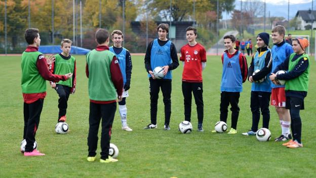 Unter 18-Jährige werden für Sportvereine als Hilfstrainer ausgebildet.