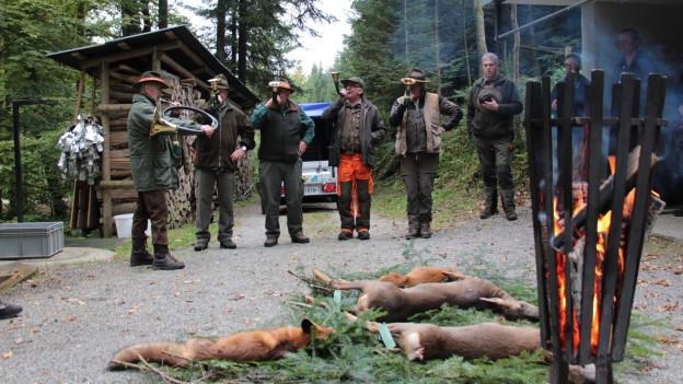 MItglieder der Jagdgesellschaft Santenberg nach der Jagd