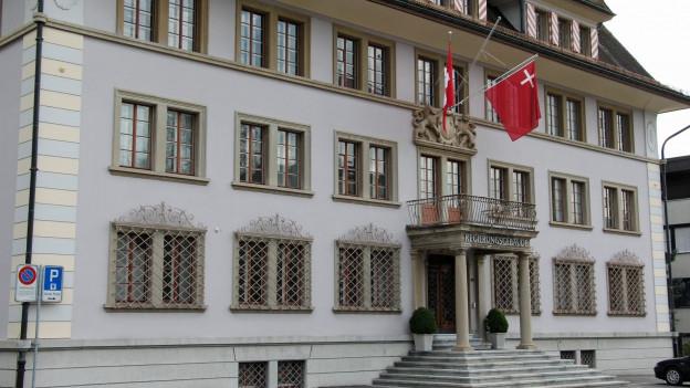 Im Regierungsgebäude in Schwyz amtieren aktuell sieben Regierungsräte.
