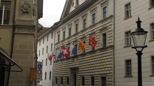 Im Luzerner Regierungsgebäude wird das Sparpaket vom Parlament diskutiert.