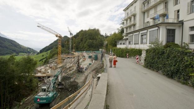 Die Strasse auf den Bürgenstock soll rechtzeitig zur Eröffnung des Resorts fertiggestellt sein