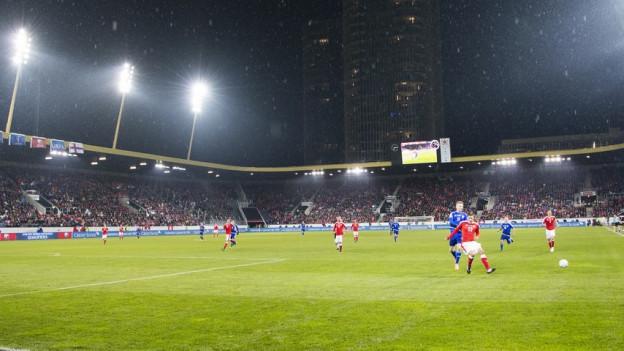 Die Swissporarena war für das WM-Qualifikationsspiel ausverkauft.
