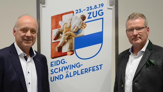 Geschäftsführer Thomas Huwyler und OK-Präsident Heinz Tännler mit dem Logo.