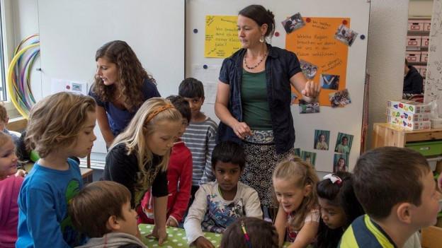 In Obwalden für Aussenschulen erlaubt: Die Basisstufe für Kindergärtler zusammen mit Erst- und Zweitklässlern.