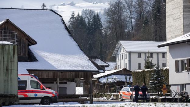 März 2016: Die Polizei riegelte das Haus ab.