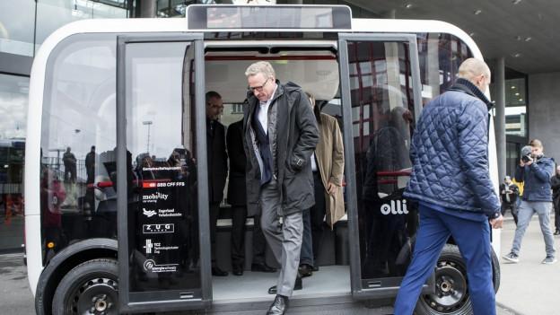 In Zug fährt bald ein Bus ohne Chaffeur.