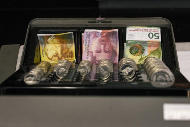 Kanton Zug fasst Steuererhöhung ins Auge