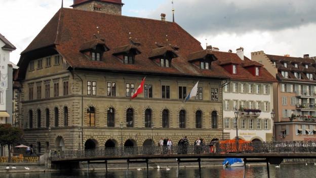 Die Stadt Luzern schliesst besser ab als geplant