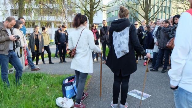 Frauen auf einem Stadtrundgang in Luzern.