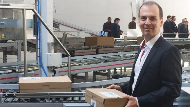 Unternehmer Roland Brack in seinem Logistikzentrum in Willisau.