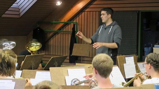 Mario Schubiger probt mit der Entlebucher Jugend Brass Band.