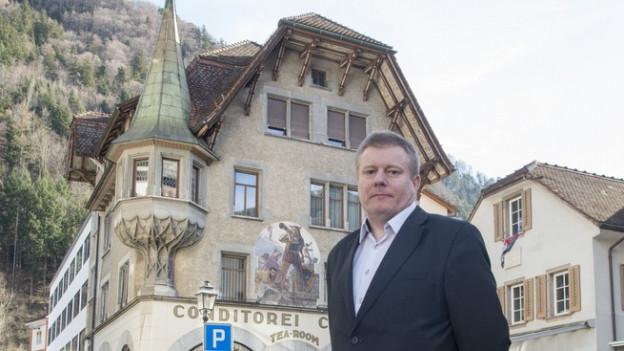Ignaz Walker auf dem Hauptplatz in Altdorf