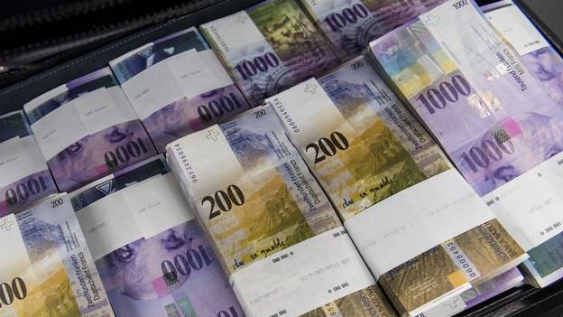 Schweizer 200er- und 1000er-Noten.