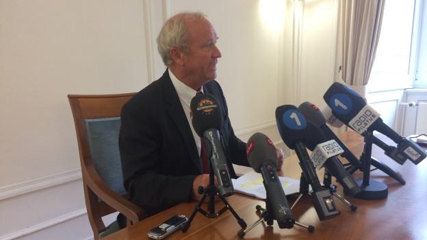 Regierungsrat Paul Winiker nimmt nach dem Gerichtsentscheid vor den Medien Stellung.