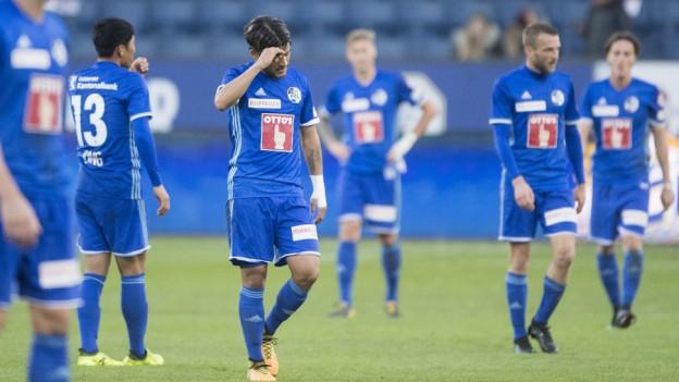 Enttäuschte FCL-Spieler nach Niederlage gegen YB.