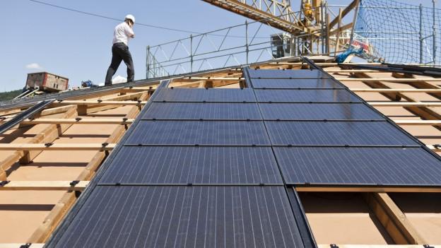 Neubauten sollen einen Teil der von ihnen benötigten Energie selbst produzieren, so ein Vorschlag der Regierung.