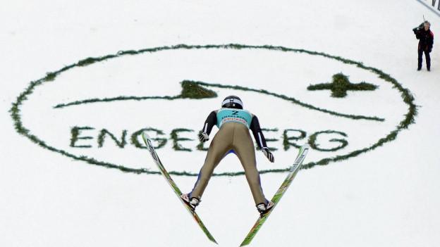 An diesem Wochenende kämpft die internationale Skisprung-Elite wieder um Punkte.
