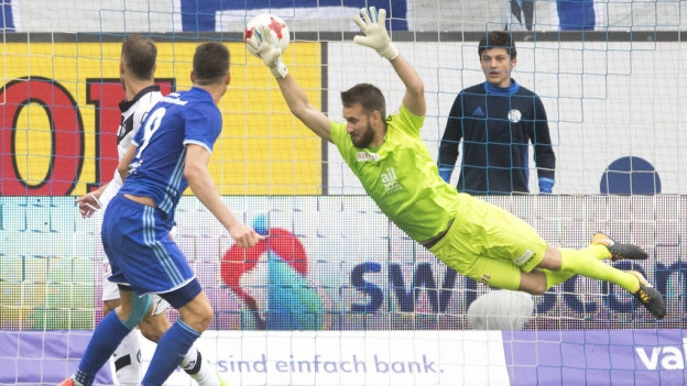 Tomi Juric, links führt den FC Luzern zum Sieg.