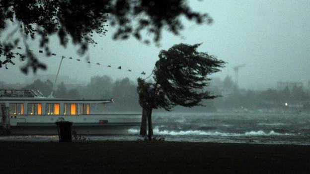 Gewitter über dem Vierwaldstättersee in Luzern.