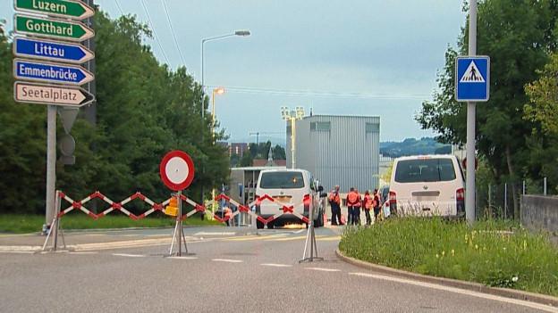 Nach dem tödlichen Vorfall am Sonntagmorgen sperrte die Polizei das Gebiet grossräumig ab