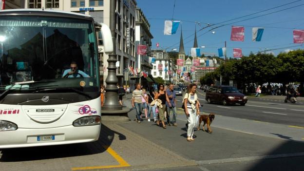 Reisebusse am Schwanenplatz sind ein Problem.