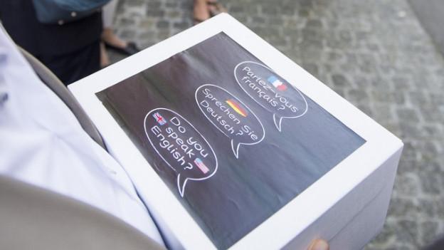 Übergabe der Unterschriften für die Fremdspracheninitiative
