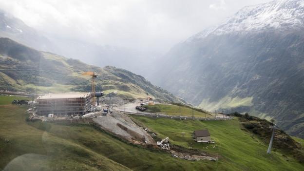Rund 200 Arbeiter bauen an den neuen Pisten und Bahnen