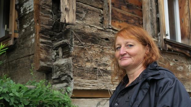 Um viele Holzhäuser im Kanton Schwyz gibt es Polemiken.