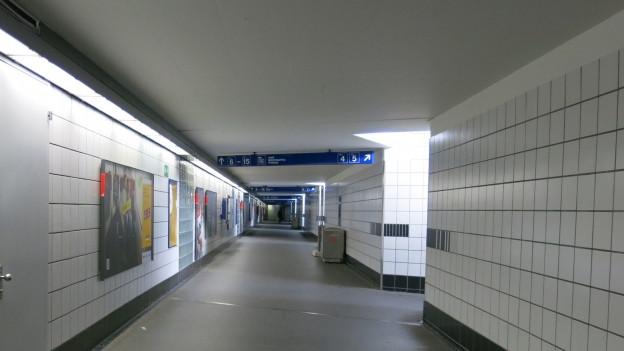 Ein grauer Tunnel