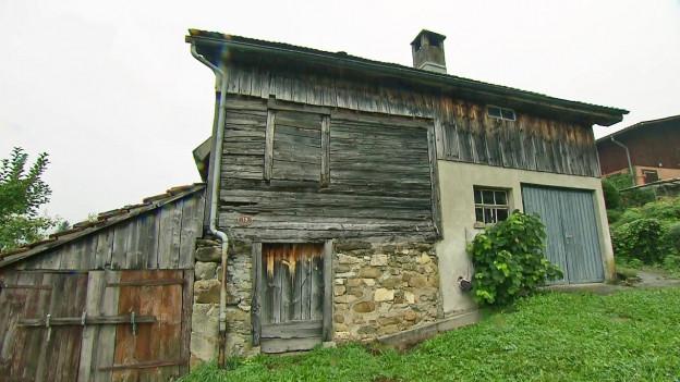 Gegen den Abriss von drei 700 Jahre alten Häusern in Steinen (SZ) hat sich der Schweizer Heimatschutz gewehrt.