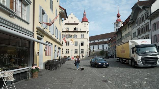 Pflastersteine und Gebäude
