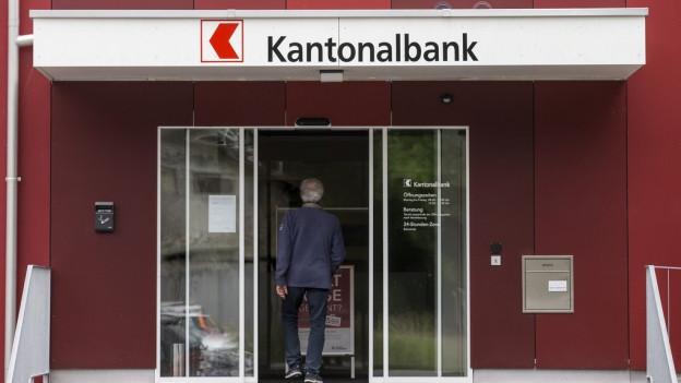 Rotes Haus mit der Aufschrift Kantonalbank