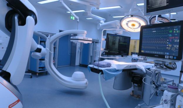 Bei Operationen wird gleichzeitig konstant geröntgt.
