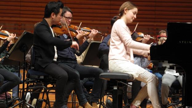 Alma Deutscher probt mit dem Luzerner Sinfonieorchester.