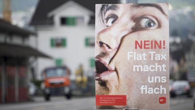 Ein Plakat zur Flat-Rate Tax.