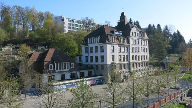 Das hunderjährige Schulhaus St. Karli in der Stadt Luzern.