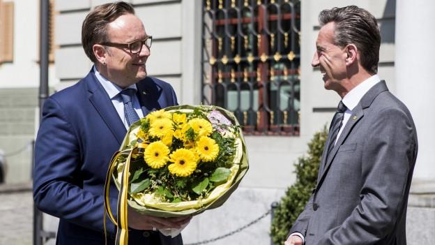 Roger Nager (links) wird von Beat Jörg beglückwünscht.