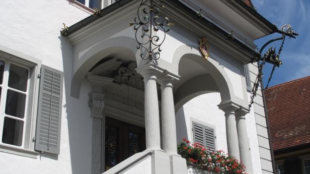 Im Rathaus in Sarnen wird die Finanzstrategie diskutiert.
