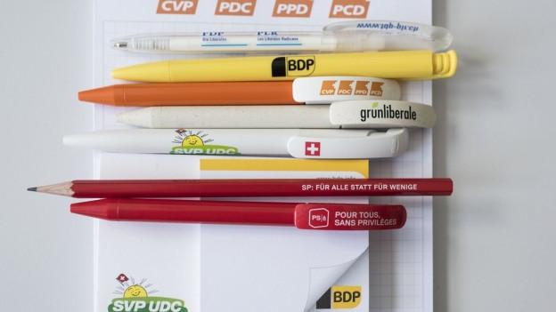 Kugelschreiber von verschiedenen Parteien