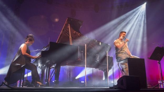 Der in Luzern wohnhafte Sänger Seven eröffnete das Blueballs 2018.