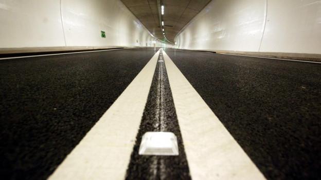 Blick in den Umfahrungstunnel in Lungern OW: Ein vergleichbarer Tunnel soll nun zwischen Lungern und Giswil entstehen.