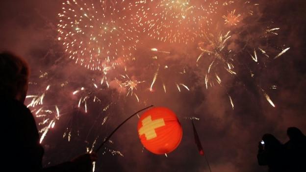 Feuerwerk am Nachthimmel: Das wird es dieses Jahr am 1. August praktsich nirgends geben.