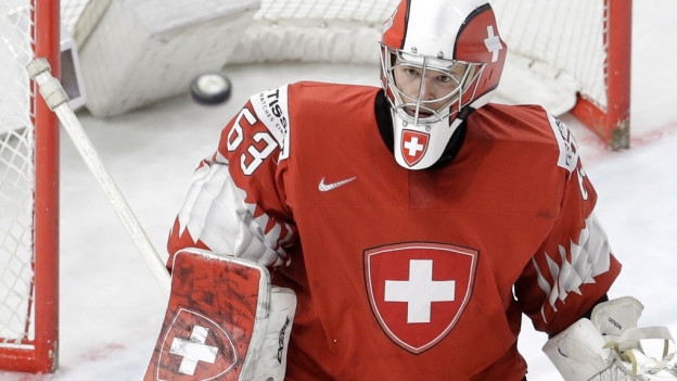 Torhüter Leonardi Genoni im Tor der Schweizer Eishockey-Nationalmannschaft.