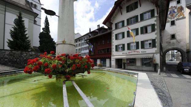 Brunnen im Zentrum des Willisauer Chileplatzes: Das Städtli Willisau wächst fusioniert möglicherweise mit der Gemeinde Gettnau