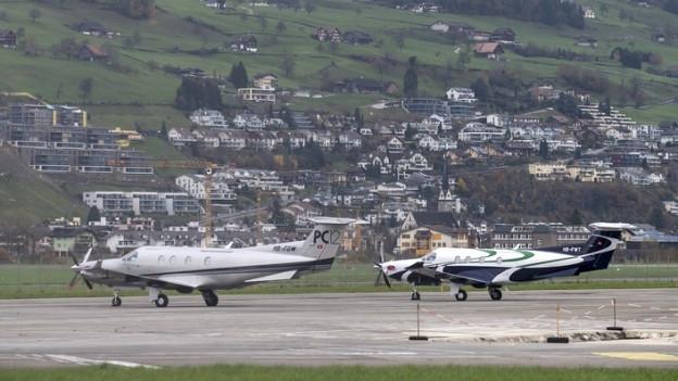 Ganz in der Nähe von Wohngebieten: Der Flugplatz Buochs.